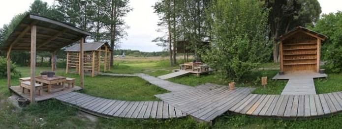 Garden of Self/ Minuuden puutarha, Clay workshop. Installation view: Haihatus, Joutsa, Finland, 2006